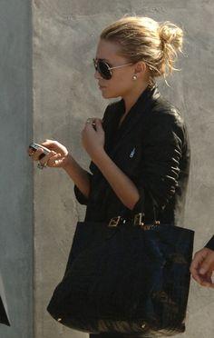 Ashley Olsen makes a messy bun look fabulous. Ashley Olsen, Kate Olsen, Rosie Huntington Whiteley, Olivia Palermo, Fashion Beauty, Womens Fashion, Fashion Trends, Olsen Fashion, Fashion Fall