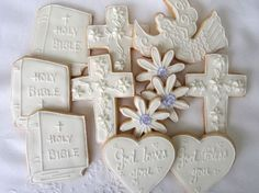 These would make a sweet gift for the girl or boy for the First Communion celebration -- the centerpiece and the dessert!