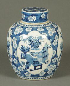 Vaso em porcelana Chinesa do sec.19th, 32cm de altura, 3,670 USD / 3,420 EUROS / 13,640 REAIS / 23,420 CHINESE YUAN soulcariocantiques.tictail.com