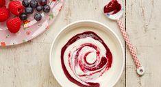 Tazón de yogur con espiral de puré de frambuesas