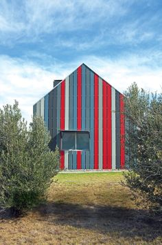 Color Coordination Vacation home in Deneysville, South Africa. Gavin Rooke, the owner of a Johannesburg art gallery, built the home himself, putting the emphasis on a solid structure that would last.