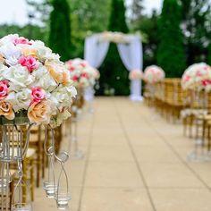 Casamento ao ar livre com uma decoração linda e simples. 🌸🌺 #casamentoaoarlivre