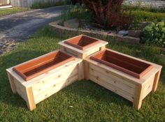Corner Planter Box - I would build a small seat into it. Corner Planter Box - I would build a small Diy Wooden Planters, Deck Planters, Diy Planter Box, Wooden Diy, Deck With Planter Boxes, Flower Boxes Deck, Tiered Planter, Deck Box, Plants On Deck