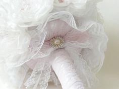 Ramo de novia vintage broches www.hand-madetoca... Ramo de novia vintage broche, ramo joya, bouquet joya,bouquet vintage