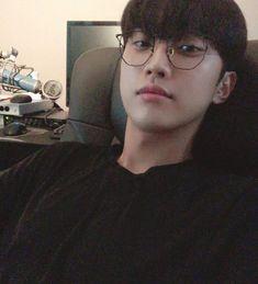 Asian Actors, Korean Actors, Korean Idols, B1a4 Jinyoung, Boy Idols, Waifu Material, Kpop, Guys And Girls, Boyfriend Material