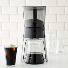 Williams Sonoma's coffee makers will help you brew the best cup of coffee, time after time. Find coffee machines and coffee brewers at Williams Sonoma. Cheap Coffee Maker, Best Coffee Maker, Cold Brew Coffee Maker, Coffee Barista, Coffee Brewer, Coffee Drinks, Coffee Cups, Coffee Beans, Coffee Lab