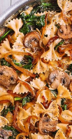 Creamy Pasta with Spinach, Mushrooms, and Caramelized Onions Creamy Farfalle Pasta with Spinach, Mushrooms, and Caramelized Onions. This simple meatless Italian dinner is pure comfort food! The bow-tie shaped pasta is perfectly matched with. Healthy Dinner Recipes, Vegetarian Recipes, Cooking Recipes, Veggie Recipes Simple, Meatless Dinner Ideas, Cooking Pasta, Healthy Dishes, Veggie Food, Healthy Meals
