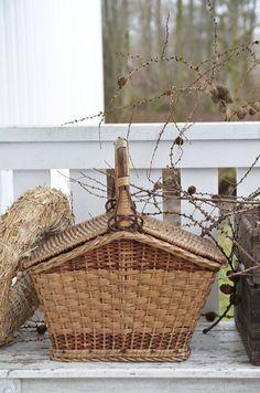 picnic basket              _/\/\/\/\/\_