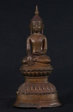 Antique Shan Buddha statue Material: Bronze 31,5 cm high 14,5 cm wide Shan (Tai Yai) style Bhumisparsha Mudra 18th century With a very nice patina ! Originating from Burma