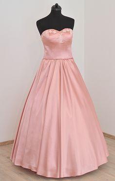 894716ba1e Zsinóros díszítésű koszorúslány ruha. Színe rózsaszín, ekrü színű zsinóros  díszítéssel.