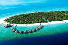 Malediivit - finnmatkat.fi #Finnmatkat Varanasi, Beautiful Places In The World, Maldives, Golf Courses, Places To Visit, River, Film, Outdoor Decor, Resorts