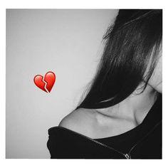 Sad Girl Photography, Shadow Photography, Portrait Photography Poses, Tumblr Photography, Profile Pictures Instagram, Instagram Pose, Instagram Story Ideas, Cute Girl Photo, Girl Photo Poses