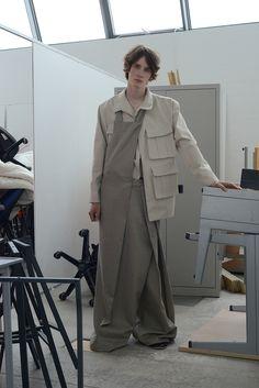 Fashion Details, Unique Fashion, Fashion Design, Runway Fashion, Fashion Outfits, Womens Fashion, Margiela, Contemporary Fashion, Minimal Fashion