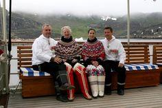 2004  Regentparret og Kronprinsparret besøgte sammen Grønland i august 2004. Besøget i Grønland var Kronprinsessens første i Grønland.