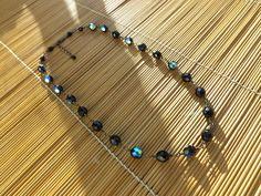 colar de cristais preto furta-cor