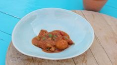 You& find the ultimate Siba Mtongana Potjiekos recipe and even more incredible feasts waiting to be devoured right here on Food Network UK. Food Network Uk, Food Network Recipes, South African Recipes, Asian Recipes, Sibas Table Recipes, Cooking Time, Cooking Recipes, Cooking Channel Shows, Stuffed Green Peppers