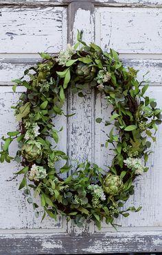 Simple beauty!!! Wreath Ideas, Diy Wreath, Grapevine Wreath, Front Door Decor, Front Porch, Greenery Wreath, Floral Wreath, Summer Wreath, Winter Wreaths
