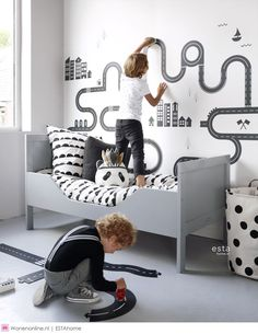 This sweet wallpaper with little hearts in black and white brings a warm, cheerful and lively atmosphere to the room. Let your imagination and that of your little girl run free and create a fantastic girl's room