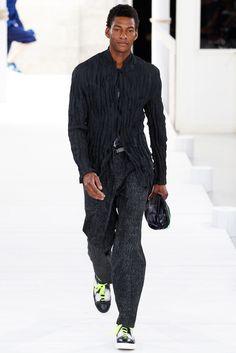 Issey Miyake Spring 2015 Menswear Collection Photos - Vogue