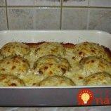 Jeden plech a kompletná večera pre celú rodinu: Šťavnaté fašírky so zemiakmi a skvelou omáčkou!