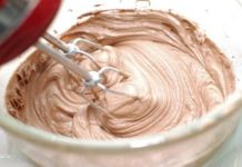 CNYEats A Taste of Utica Fluffy Chocolate Butter Frosting Frosting Tips, Frosting Recipes, Cake Recipes, Dessert Recipes, Butter Frosting, Whipped Chocolate Frosting, Chocolate Butter, Fluffy Frosting, Cupcake Cakes