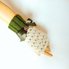 Christmas Gift Beige Green Gloves Green Lace by RoseAndKnit