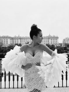 Raquel Reix in the Cosmic dress from #PronoviasAtelier #Pronovias2020 #Pronovias #PronoviasRedCarpet