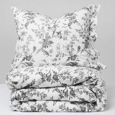Elegant, floral patterns for an elegant, floral bedroom