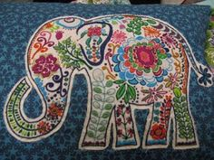 elephant quilt with embroidery Hand Embroidery Designs, Embroidery Applique, Beaded Embroidery, Cross Stitch Embroidery, Embroidery Patterns, Machine Embroidery, Elephant Quilt, Diy Broderie, Quilting Blogs