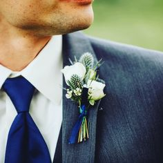 June wedding at The Brownstone in Topeka, Kansas with all white flowers, navy accents and lots of greenery.