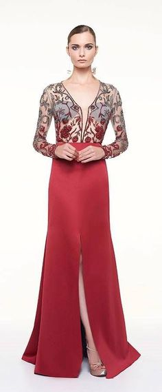Vestido de festa vermelho com mangas longas