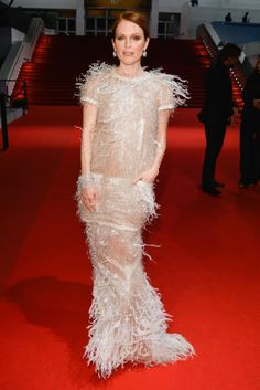 Julianne Moore dazzled in a Chanel Couture look, drenched in delicate sequins, feathers and pearls