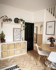 These Are The Top Interior Design Styles To Know Now Kitsch, Contemporary Design, Modern Design, Design Elements, South African Design, Brown Interior, Interior Design Photos, Furniture Styles, Eclectic Style