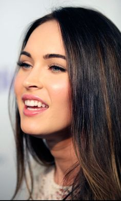Megan fox - Brown hair highlights