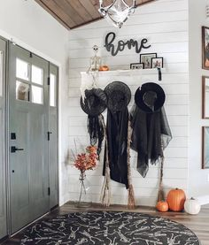 For Halloween, home decoration in line with the festive atmosphere is essential. Check out these simple and cheap Halloween home decorations for inspiration. #Halloween #Halloweendecorations #Halloweendecor Halloween Entryway, Halloween Living Room, Halloween Fireplace, Halloween Bedroom, Halloween Home Decor, Outdoor Halloween, Diy Halloween Decorations, Fall Home Decor, Holidays Halloween