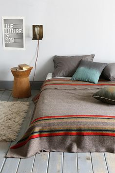 low bed// love the blanket