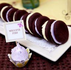 Sándwich de galleta wafer de chocolate con suave betún de vainilla en lindos tonos pastel. Magnolia Bakery México. #MagnoliaBakeryMX #Galletas #Postre