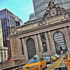 nyc.guide Grand Central Terminal The #ParkAvenueViaduct connects #ParkAvenue from East 40th to 46th Streets around Grand Central Terminal and the MetLife Building then through the Helmsley Building. The viaduct was listed on the National Register of Historic Places in 1983 and it is one of the prettiest places to drive by in NYC. This viaduct can also be seen in #MenInBlack, #TheAvengers, #IAmLegend and many other movies http://instagram.com/p/rM_910MnvT/