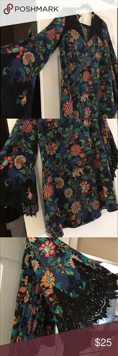 Bell sleeve dress Floral bell sleeve dress size L Dresses Midi