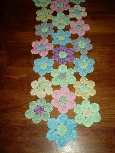 Ideas For Patchwork Quilt Hexagon Appliques Quilting Projects, Quilting Designs, Sewing Projects, Quilted Table Toppers, Quilted Table Runners, Yarn Crafts, Sewing Crafts, Yo Yo Quilt, Hexagon Quilt