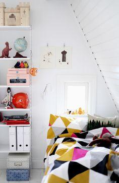 Mokkasin: nittionio kronor och femtio öre.- love the geometric mustard colour