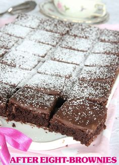 After eight brownie bitar No Bake Desserts, Dessert Recipes, After Eight, I Love Chocolate, Swedish Recipes, Xmas Food, Recipes From Heaven, No Bake Cookies, Fudge Brownies