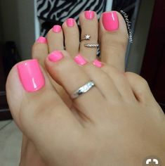 Over 50 Incredible Toe Nail Designs for Your Perfect Feet Pretty Toe Nails, Cute Toe Nails, Pretty Toes, Toe Nail Color, Toe Nail Art, Nail Colors, Toe Nail Polish, Gel Toe Nails, Gel Toes
