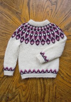 Ravelry: Blossi Icelandic lopi sweater/lopapeysa pattern by Sarah Dearne Diy Knitting Projects, Fair Isle Knitting Patterns, Knit Patterns, Knitting For Kids, Free Knitting, Baby Knitting, Icelandic Sweaters, Wool Sweaters, Punto Fair Isle