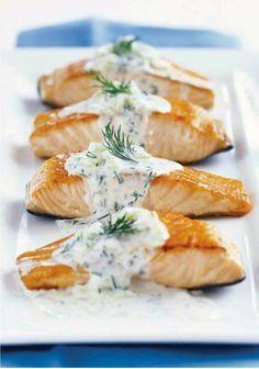 Ingrédients: 4 pavés de saumon 1 échalote 1 petit verre de vin blanc sec 1 cuillère à café de fumet de poisson 20 cl de crème liquide...