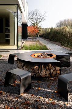 Modern Outdoor Fireplace, Outdoor Fireplace Designs, Backyard Fireplace, Fire Pit Backyard, Outdoor Living, Fire Pit Seating, Outdoor Seating, Fire Pit Designs, Patio Design