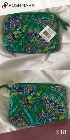 Vera Bradley eReader Sleeve - New w. Tags! Vera Bradley eReader Sleeve in Emerald Paisley. Brand new with tags!! Vera Bradley Accessories Tablet Cases