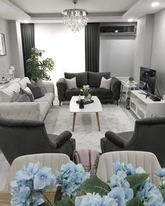"""228 Beğenme, 22 Yorum - Instagram'da @filizzhome: """"Kışı hiç sevmesemde, uzun gecelerini çok seviyorum. Ailece geçirilen uzun saatler çok keyifli…"""" House Interior, Apartment Decor, Trending Decor, Small Apartment Living Room, Home, Interior Design Living Room, Pinterest Room Decor, Home Decor, Living Room Designs"""