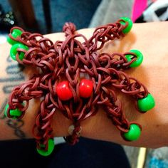 Loom spider :: 32 Amazing but Weird Loom Band Creations