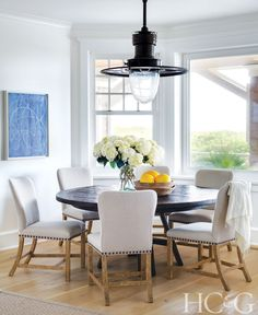 To decorate a beachfront home in Amagansett, interior designer Brad Ford simply looked to the ocean for inspiration.